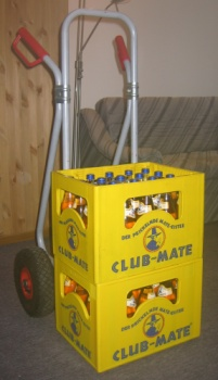 zwei Kisten Club-Mate
